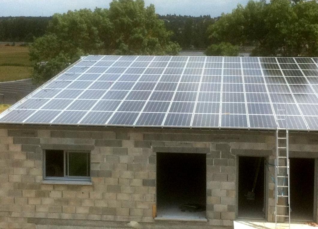 Installation en toiture d'un bâtiment professionnel neuf